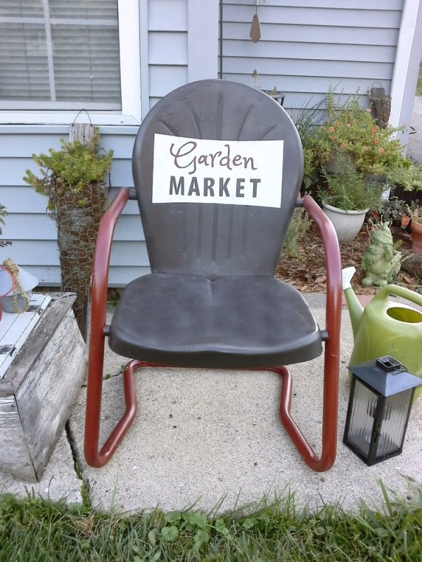 Vintage metal lawn chair painted with sign - Stow & TellU