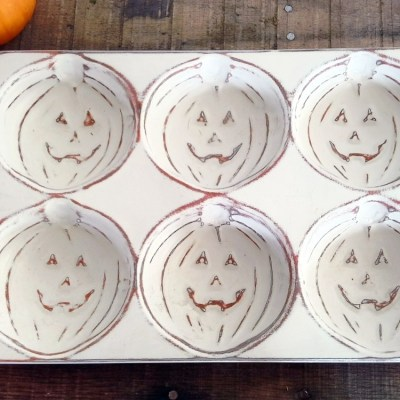 Distress Painted Pumpkin Baking Tins