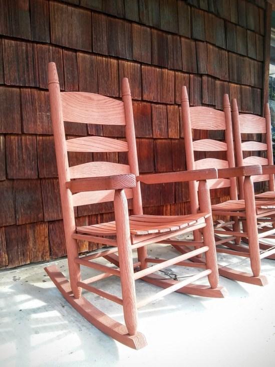 Smoky Mountain style Tennessee rocking chair - StowandTellU.com