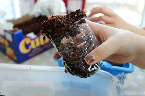 diy-dirt-scoop-plastic-water-bottle   stowandtellu.com