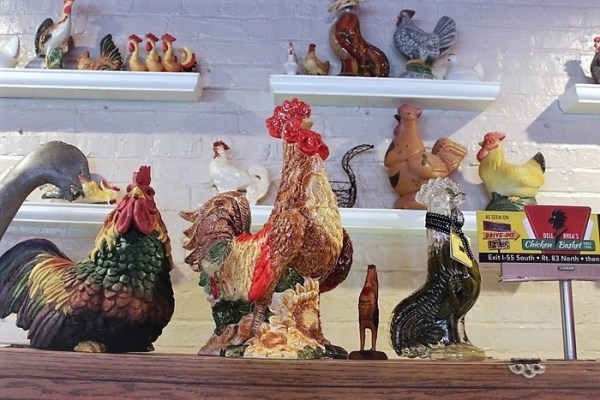 chicken-figurine-collection-dell-rhea