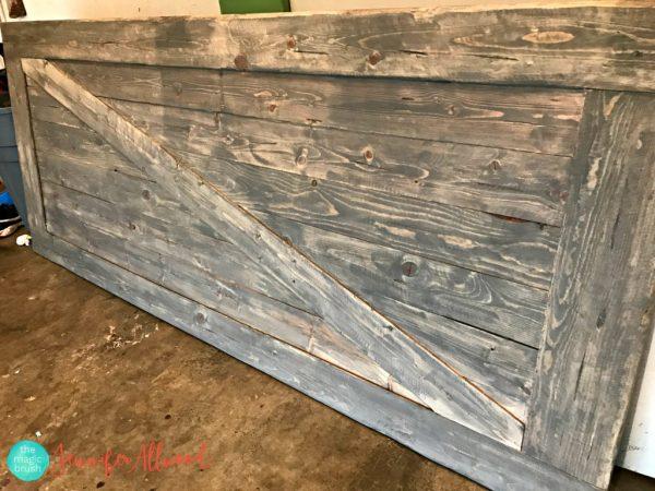 Faux barn wood on a door | The Magic Brush | 10 ways to make wood look old | stowandtellu