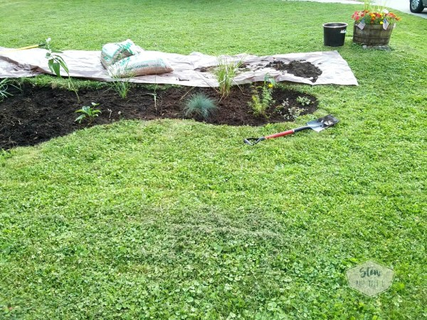How to dig your own flower bed garden   6 Tips for starting a diy flower bed   stowandtellu.com