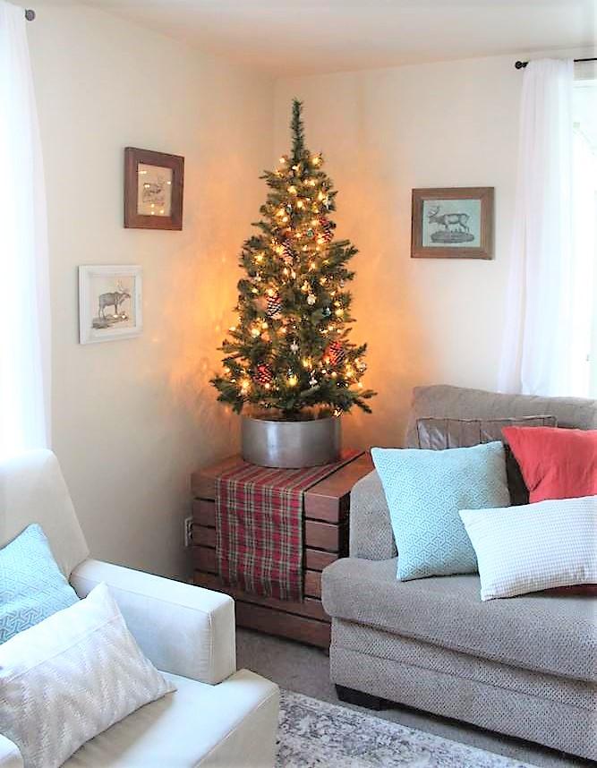 Faux galvanized tin bucket DIY Christmas tree collar base | stowandtellu.com