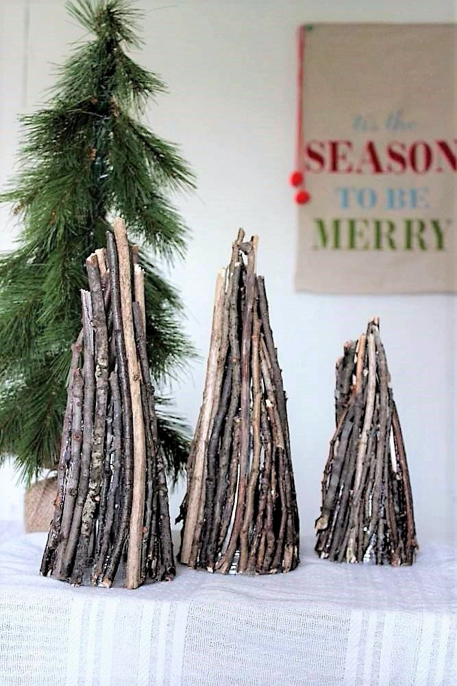 Christmas tree decor with twigs | stowandtellu.com