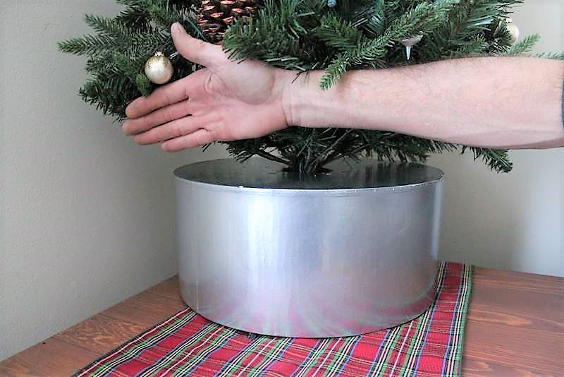 DIY Faux galvanized bucket tree collar | upcycled hat box tree stand | stowandtellu.com