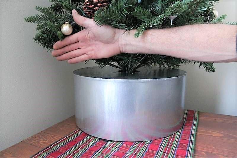 DIY Faux galvanized bucket tree collar | upcycled hat box tree stand | stowandtellu.com