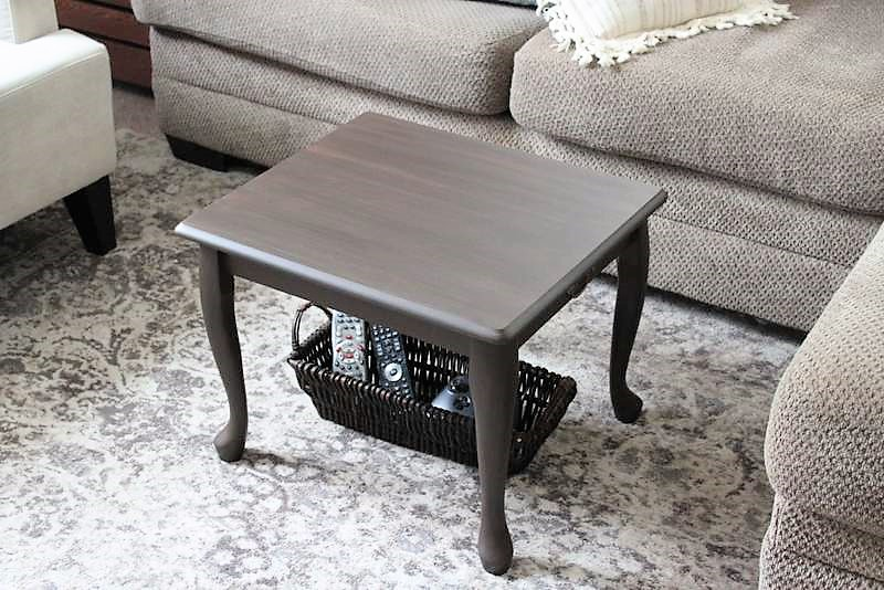 Coffee Table Idea for Extra Small Spaces | stowandtellu.com