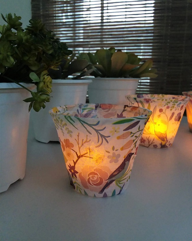 DIY Tissue Paper Flameless Tea Lights | Plastic cups with decoupaged tissue paper and flameless tea lgiths | stowandtellu.com