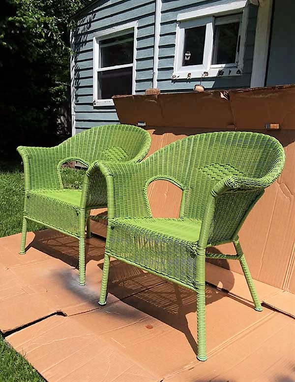 Green resin wicker chairs | card board box used for spray painting | stowandtellu.com