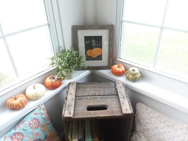 "Framed ""Hello Fall"" free printable, black background, orange pumkins | stowandtellu.com"