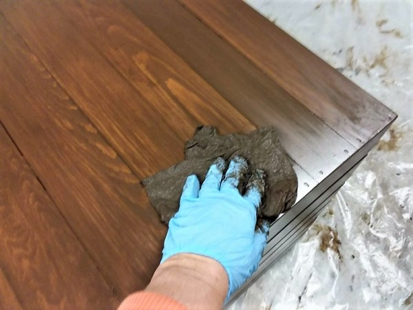 Wiping gel stain into wood furniture