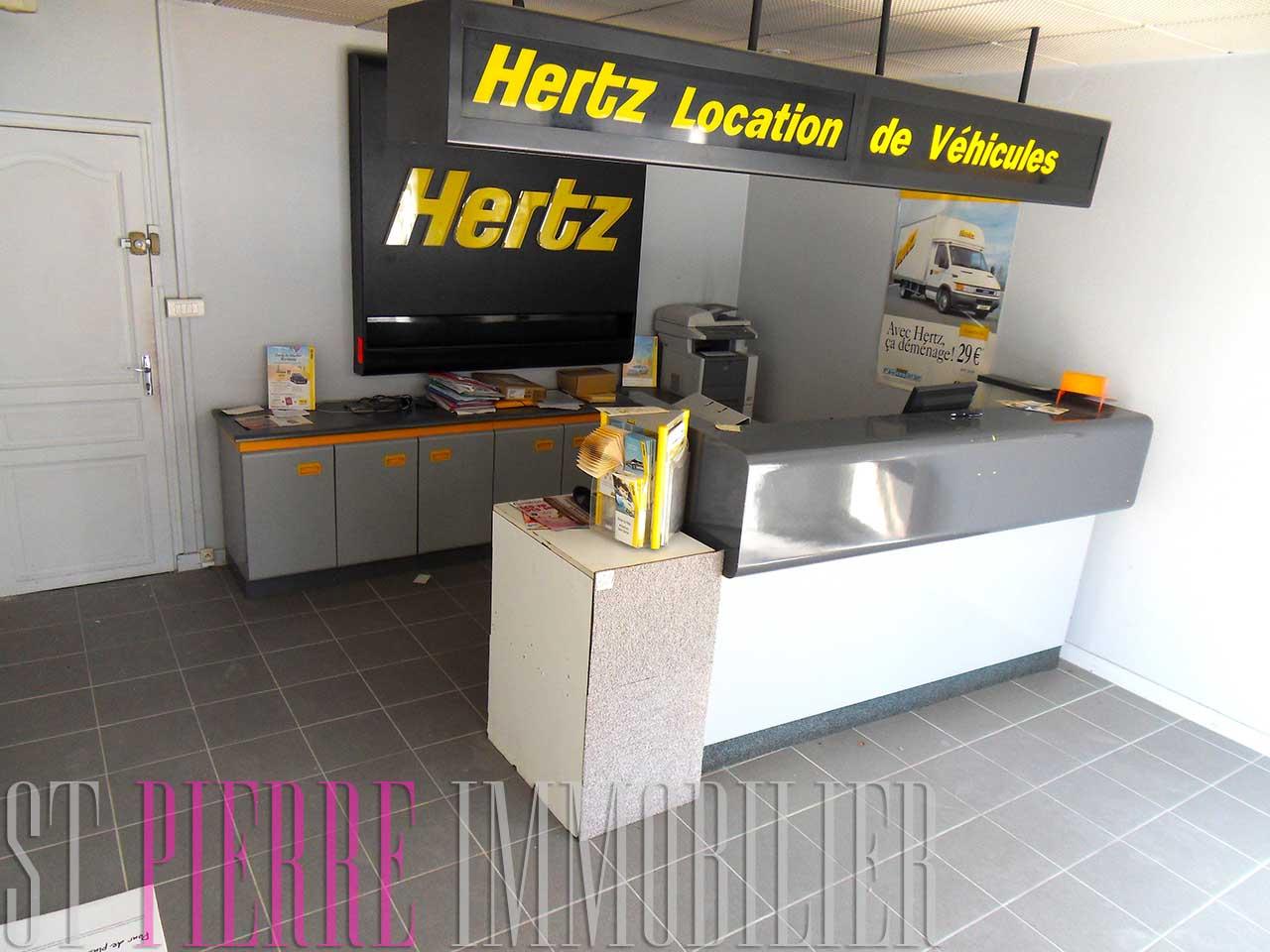 Location local commercial rue de la gare niort st for Location de garage niort