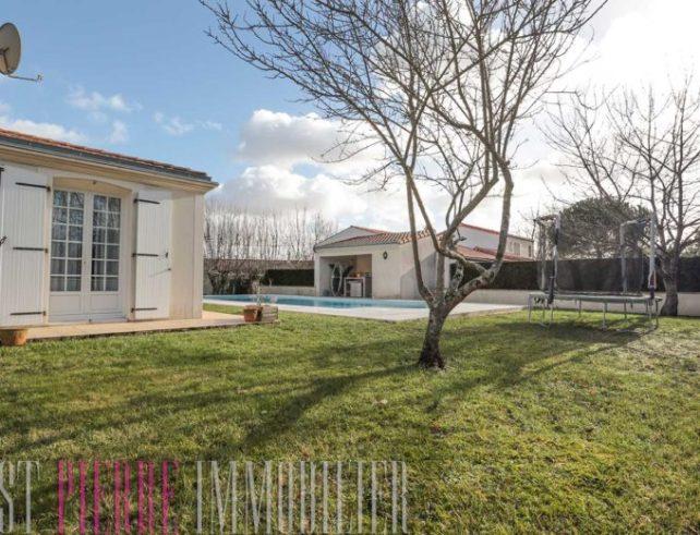 maison avec garage et piscine bessines