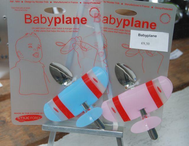 Daar_komt_een_vliegtuig