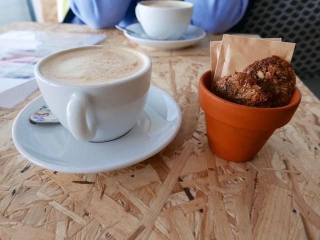 Koffie met bloempot
