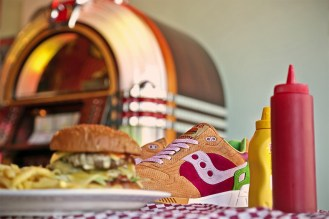 Saucony x End Shadow 5000 Burger 1