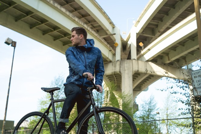 levis-commuter-packable-shell-featured