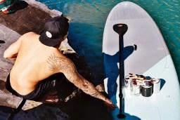 hula-paints-hyper-realistic-bathing-ladies-from-his-surfboard-designboom-07