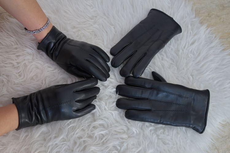 Mănuși călduroase din piele naturală, îmblănite, lucrate manual