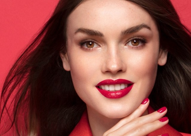 ARTDECO's Iconic Red: Model posing wearing ARTDECO Iconic Red lipstick
