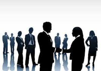 stralend solliciteren en netwerken hand in hand