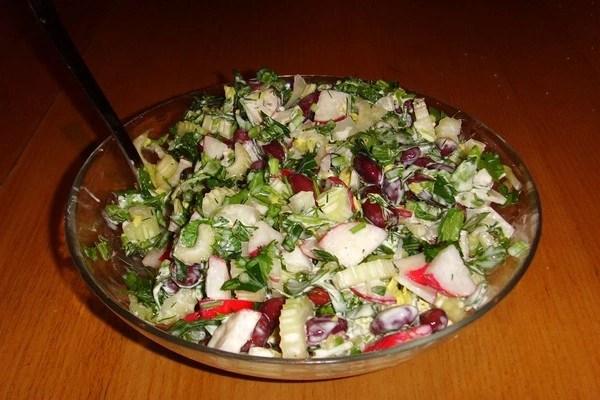 Салат с консервированной фасолью: простые и вкусные ...