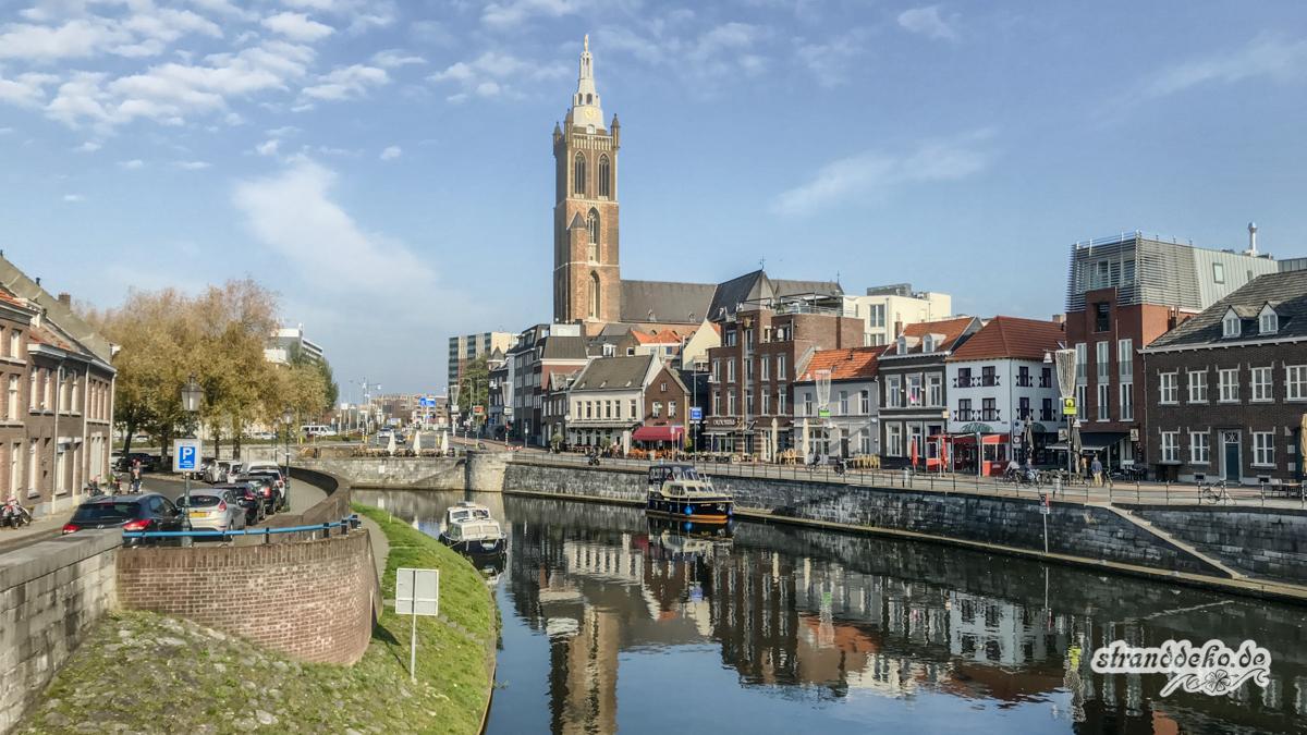 171104 Roermond 006 - Wohnmobilstellplatz & Shoppen in Roermond
