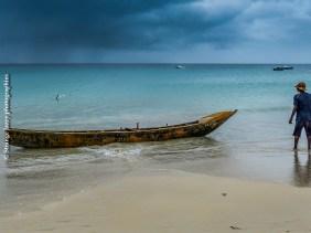 Retour de pêche, plage de Beauvallon, Mahé