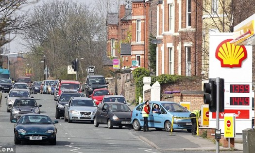 Cars Queue Needlessly for Fuel