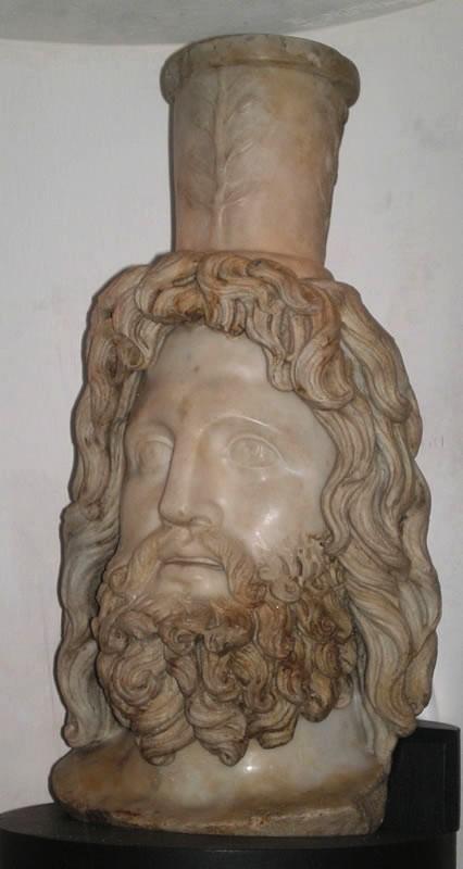 Το κεφάλι του Σέραπις, που βρέθηκε στις ανασκαφές του 1954...