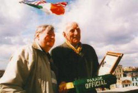 Patrick Kenny (δεξιά)