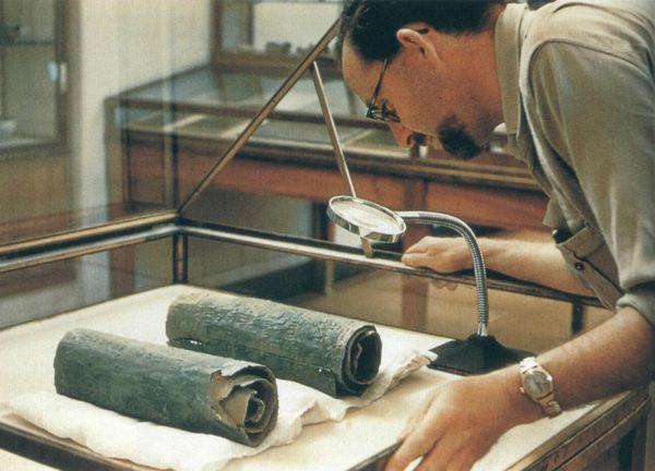 Οι Χάλκινοι Πάπυροι που εκτίθενται στο Αρχαιολογικό Μουσείο της Ιορδανίας