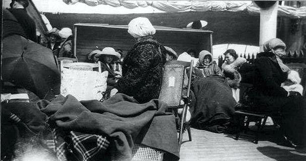 Διασωθέντες του ναυαγίου του Τιτανικού επάνω στο κατάστρωμα του RMS Carpathia