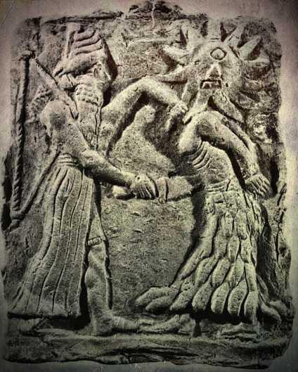 Το ανευρεθέν ανάγλυφο στον ναό του Khafaje από τον αρχαιολόγο Henri Frankfort, το οποίο παρίστανε έναν πολεμιστή θεό της αρχαίας Βαβυλώνας (αριστερά) να φονεύει έναν μονόφθαλμο αντίπαλό του