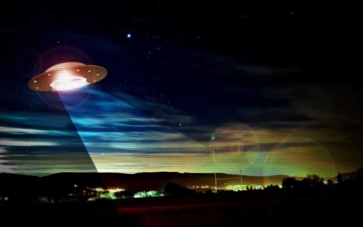 Είναι η Γη υπό την επιτήρηση κοσμικών αεροσκαφών;