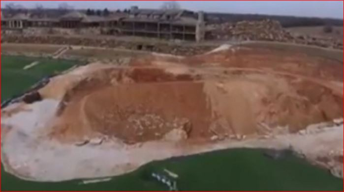 sinkhole top of the rock golf course missouri, giant sinkhole missouri golf course march 2016, missouri golf course sinkhole march 2016, top of the rock sinkhole missouri video, video giant sinkhole golf course missouri march 2016