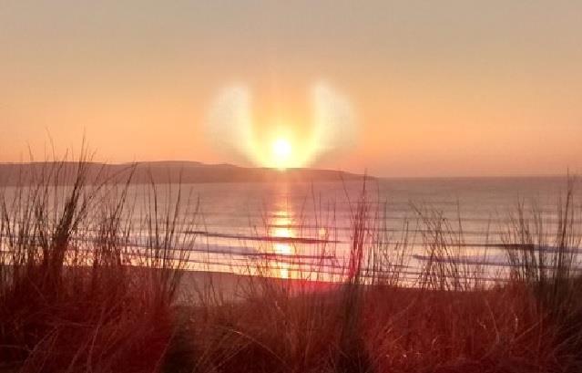 sun angel cloud uk, sun or angel cloud, angel appears in sky of uk, angel cloud uk march 2016, angel cloud uk beack march 2016, strange cloud angel march 2016