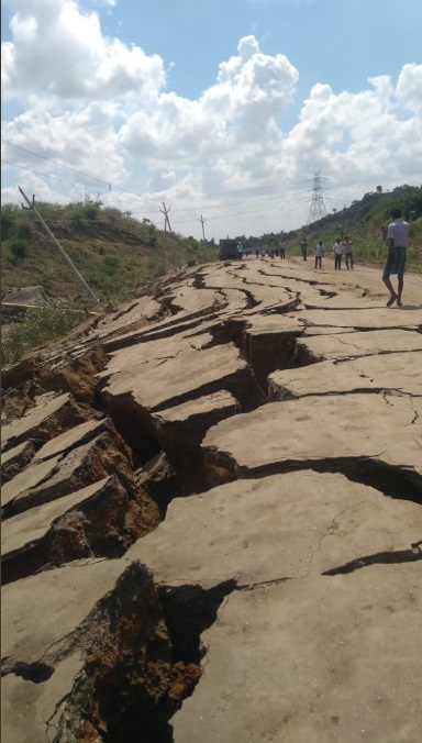 Huge cracks have destroyed a 1km long road in India, Huge cracks have destroyed a 1km long road near Polavaram site in India, road cracks polavaram india, road cracks polavaram india pictures, road cracks polavaram india video