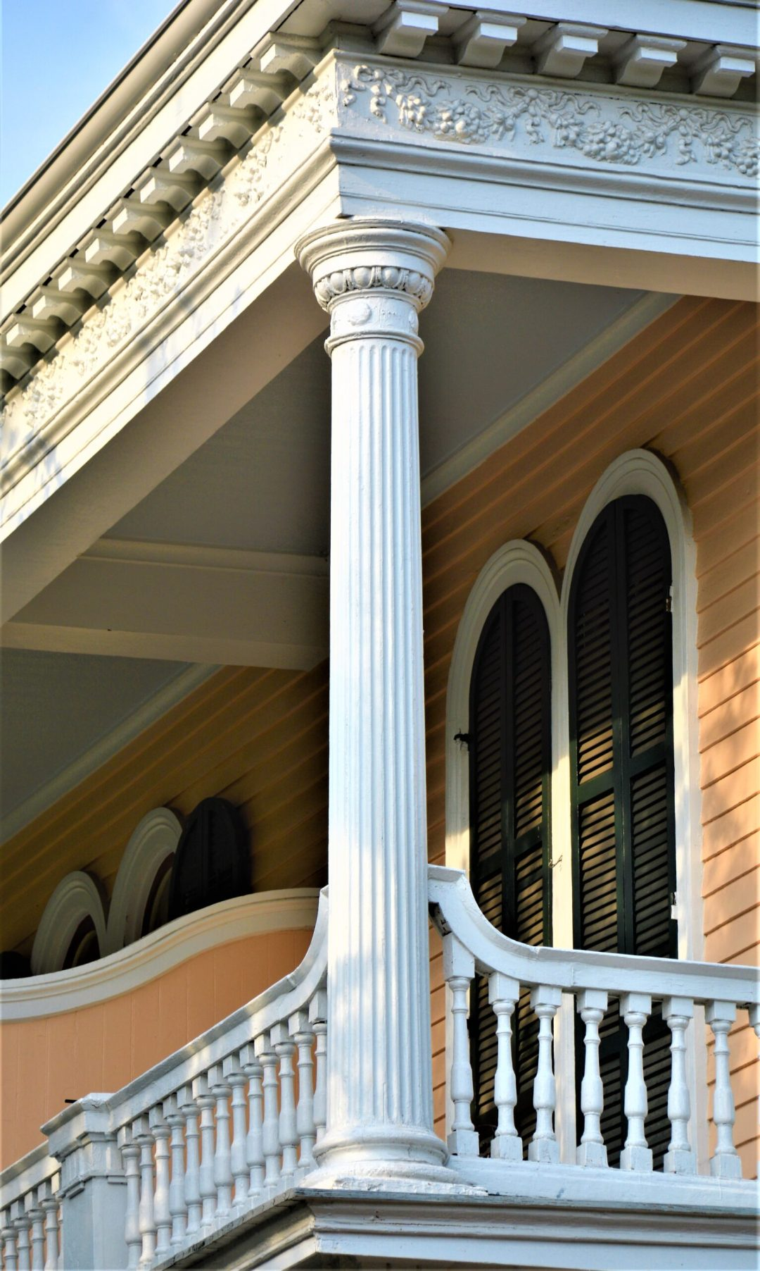 Doric column on the gallery of a Garden District mansion