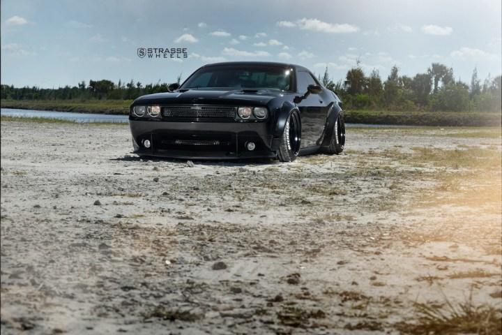 Strasse Wheels Dodge Challenger SRT 2