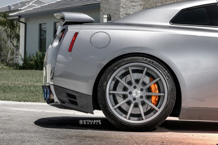 Strasse Wheels Gunmatallic R10 GTR 11