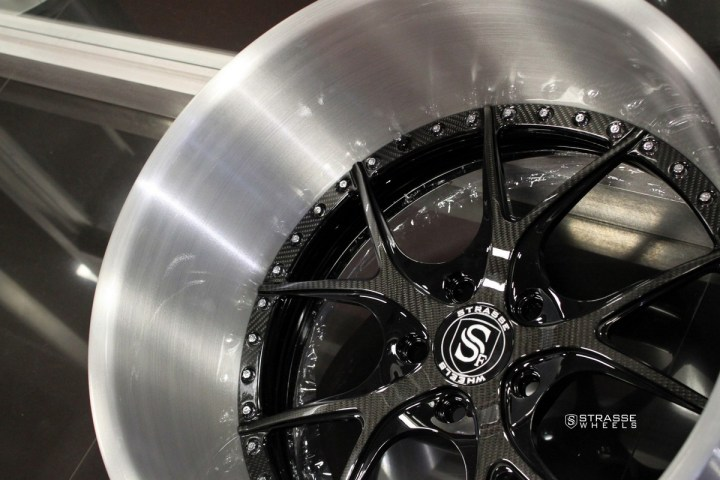 SM5R Signature Series - Carbon & Brushed 5