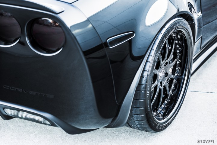 Chevrolet Corvette C6 ZR1 - 19:20 R10 Signature - Carbon - Black 11