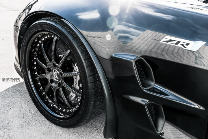 Chevrolet Corvette C6 ZR1 - 19:20 R10 Signature - Carbon - Black 5