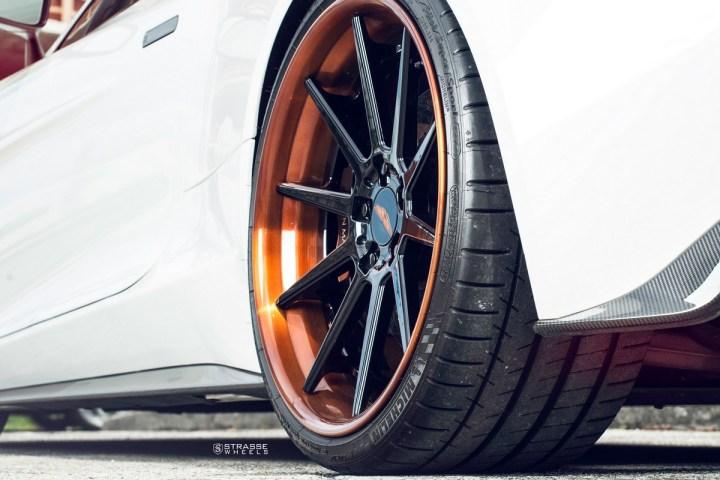 Aston Martn V 11