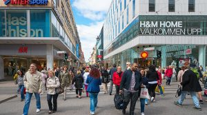 Restaurants ouverts, pas de masque obligatoire, que se passe-t-il réellement en Suède ?