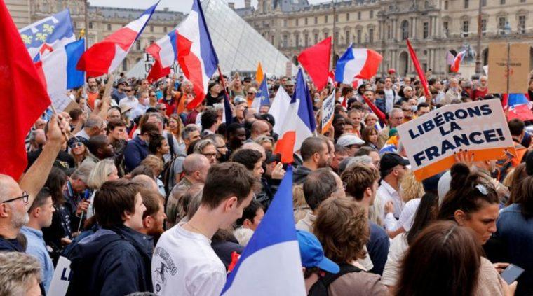Soulèvement international contre le pass-sanitaire : le bras de fer des peuples contre l'oligarchie mondialiste a commen…
