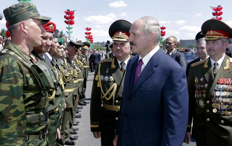 Face à l'expansionnisme de l'OTAN à l'est et à l'offensive en règle sur certains pays rétifs du monde musulman Alexandre Loukachenko ne badine plus avec la défense aérienne: il sévit à la moindre carence...
