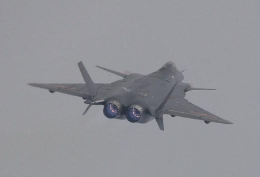 Moins cher que le F-35 US, le chasseur-bombardier de 5e génération de la République populaire de Chine est propulsé par deux réacteurs fabriqués localement.
